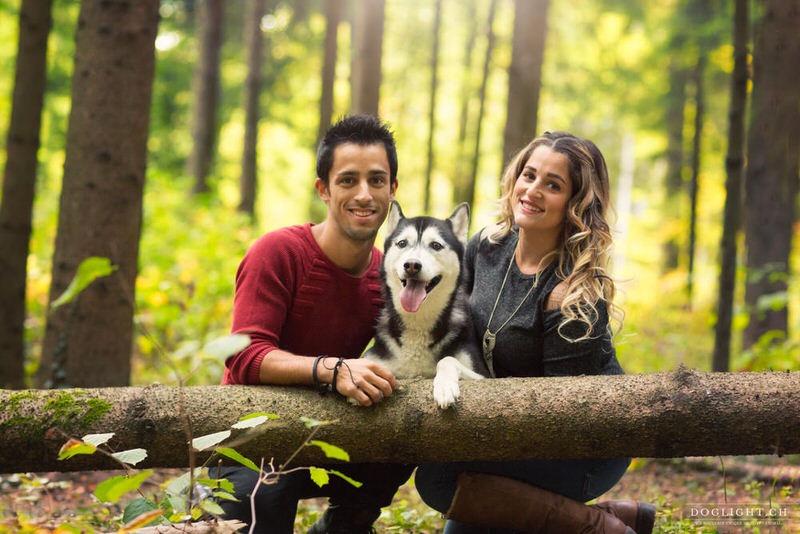 Complicité couple avec un Husky - Photographe chien