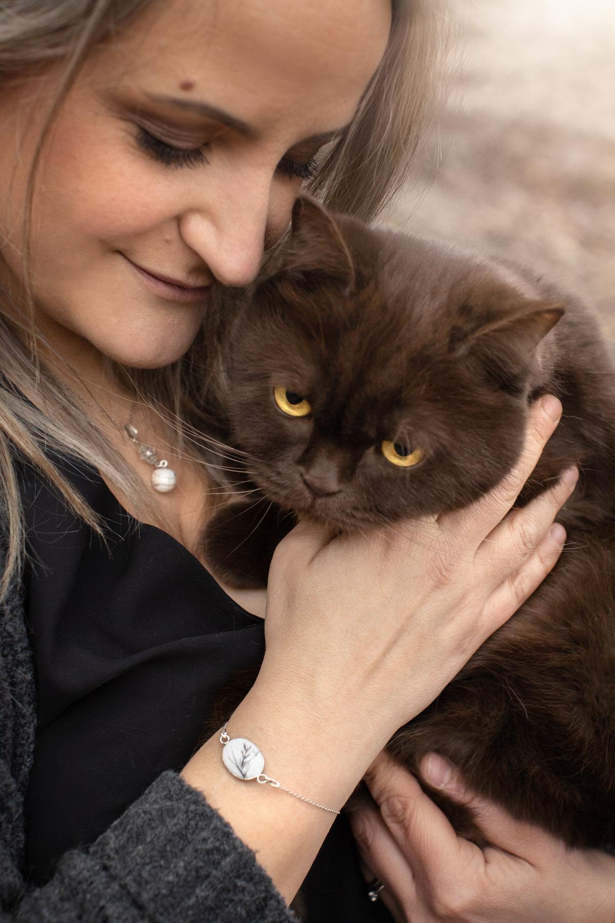 Bijoux avec les poils et cendre de chat